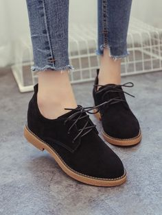 Shop Lace Up Oxfords online. SheIn offers Lace Up Oxfords & more to fit your fashionable needs. Oxford Shoes Outfit, Clogs Shoes, Sock Shoes, New Shoes, Cute Shoes, Shoe Boots, Ankle Boots, Shoes Sandals, Fashion Boots