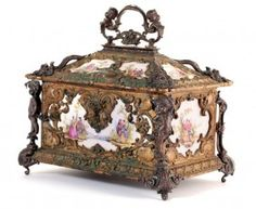 19: BEAUTIFUL ANTIQUE FRENCH JEWELRY BOX : Lot 19