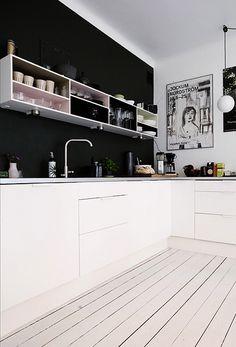Via NordicDays.nl | Black and White | Kitchen | Nordic