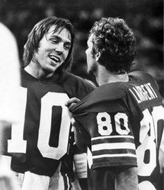 "No school like the ""Old School""!-- Seattle Seahawks QB Jim Zorn and WR Steve Largent! GO HAWKS! (reason i'm a seahawks fan! Seahawks Football, Football Love, Nfl Football Teams, Best Football Team, National Football League, Seattle Seahawks, Seahawks Memes, Seahawks Players, Football Stuff"