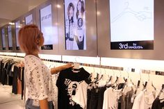 Virtual hangers in retail stores     by VANQUISH / teamLabHanger