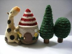 Crocheted House, Tree and Cow - free crochet pattern (use Google Translate)