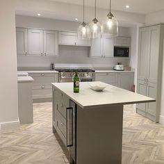 Grey Kitchen Designs, Kitchen Room Design, Modern Kitchen Design, Interior Design Kitchen, Kitchen Decor, Kitchen Ideas, Grey Kitchen Floor, Grey Kitchen Island, Kitchen Flooring