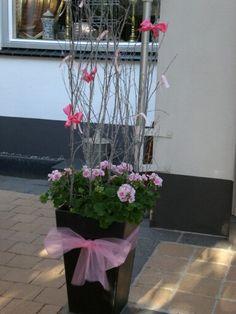 Decoratie kraamfeest van kleindochter, roze, strik,pot, bloemen, buiten..AvK