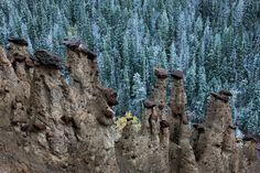 カナディアン・ロッキーの一角に位置する世界遺産、ヨーホー国立公園。決して広くはないが、滝や氷河、世界有数の化石層のある、魅力あふれる公園だ。