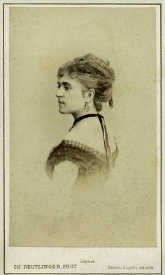 Actrice. Albumine visitekaart foto (1865) gemaakt door Charles Reutlinger. Verzameling Wilfried Vandevelde.