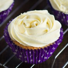 How to make perfect vanilla buttercream - Easy to make with just four everyday ingredients, and ideal for cupcakes, sandwich cakes, macarons and decorated celebration cakes. Perfect Cupcake Recipe, Cupcake Recipes, Baking Recipes, Dessert Recipes, Picnic Recipes, Baking Desserts, Bar Recipes, Frosting Recipes, Dessert Ideas