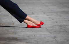 Red flats w/ bows and Capris. Something about red shoes. Red Ballet Flats, Red Flats, Red Shoes, Me Too Shoes, Ballerina Shoes, Red Pumps, Pretty Shoes, Beautiful Shoes, Mode Style