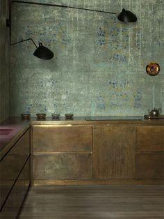 Tout en patines ou marbre et or,  ultra-contemporaine ou néoclassique, ces cuisines, signées par quatre architectes d'intérieur, ne se refusent rien.