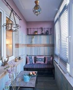 Un mirador o balcón cerrado, para hacer un rincón de relax.