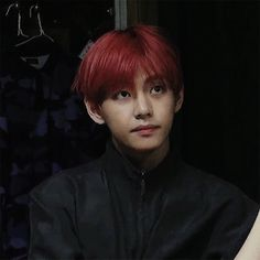 I love Taehyung with red hair
