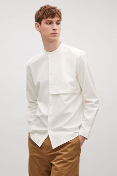 COS image 1 of Grandad shirt with hidden pocket in White - Herren- und Damenmode - Kleidung Fashion Moda, Trendy Fashion, Men's Fashion, Fashion Ideas, Fashion Outfits, Style Photoshoot, Men's Shirts And Tops, Men Shirts, Mens Casual Shirts