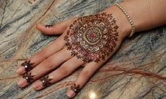 Groupon - 30-Minute Henna Art Session from Revastyle LLc (45% Off) in Los Angeles. Groupon deal price: $33