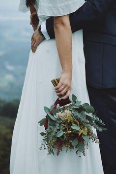 Whimsical Wedding Flowers, White Wedding Flowers, Floral Wedding, Fall Wedding Bouquets, Bride Bouquets, Flower Bouquet Wedding, Hand Flowers, Bride Flowers, Beautiful Flower Arrangements