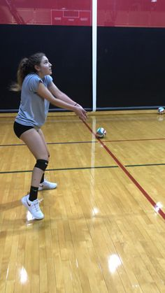 Watch Sniper work on straightening arms and reducing extra movement like straightening elbows before actually passing the ball. This helps her get a faster angled platform behind the ball before passing it. Click the link below to read the article: Volleyball Videos, Volleyball Passing Drills, Volleyball Tryouts, Volleyball Skills, Volleyball Practice, Coaching Volleyball, Volleyball Outfits, Volleyball Drills For Beginners, Funny Volleyball Pictures