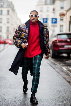 Gents, if you're ditching the suit for our current obsession with casualwear, then there's no excuse to dabble only in navys, greys and blacks. Men Street Look, Street Wear, Street Style, Classy Suits, Classy Men, Little Boy Fashion, Boys Wear, Gentleman Style, Mode Style