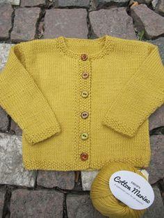Lilla Leopold - YlloTyll Baby Sweater Patterns, Knit Cardigan Pattern, Baby Cardigan, Knitting For Kids, Knitting Socks, Baby Knitting Patterns, Baby Patterns, Brei Baby, Baby Barn