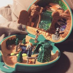 Cette nuit j ai revé de polly pocket ! mais pas n importe quel polly pocket ! LE polly pocket de mon enfance, de quand j'était petite ....  THE VINTAGE POLLY POCKET  suite image 2