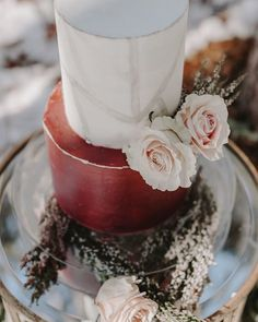 Burgundy Wedding Cake with fresh florals Burgundy Wedding Cake, Fall Wedding Cakes, Cool Photos, Cupcake, Chelsea, Rose, Ethnic Recipes, Florals, Amazing