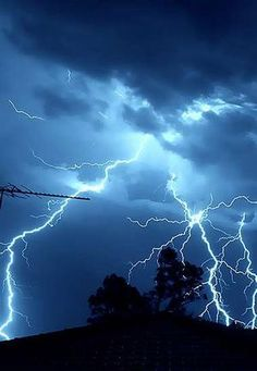 electrical storms thunderstorms | Thunderstorms rained down lightning bolts over Sydney last night.