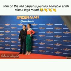 He looked completely confused but honestly adorable and ugh - Marvel E Dc, Marvel Actors, Marvel Avengers, Funny Marvel Memes, Marvel Jokes, Funny Memes, Tom Holland Zendaya, Tom Holand, Tom Holland Peter Parker