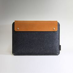 wool and leather mac book case