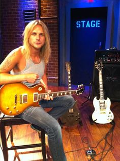 We are stoked to have Richie Faulkner (Judas Priest) hanging with us in the EMG TV studio today doing an interview and a little demo of a brand new set coming out later this year....more to come!