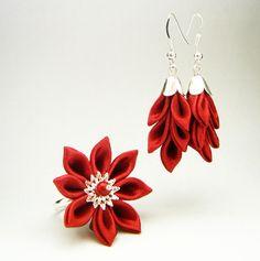 Little chrisanthemum ring with matching earrings in wine-red satin - Set cu inel și cercei din satin, realizat prin tehnica tsumami kanzashi - Atelierul Grădina cu fluturi