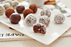 Raw truffles Truffles, Sweet Tooth, Almond, Cereal, Breakfast, Recipes, Food, Morning Coffee, Recipies