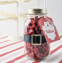 This site has great ideas for quick and inexpensive mason jar gifts. Even suggested putting a holiday greeting on a flash drive and add to jar for the people that won't be home for Christmas. Love that!