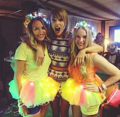 Taylor Swift with fans - Loft '89 (1989 World Tour): Pittsburgh, Pennsylvania.