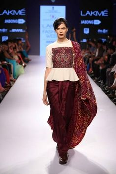 Modern saree blouse design is much inspired from shirts and top which has made saree more comfortable and trendy. Have a small look at below Lakme Fashion Week, India Fashion, Indian Attire, Indian Wear, Navratri Dress, Indie Mode, Modern Saree, Look Short, Indian Designer Outfits
