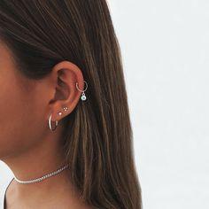 Mini Bar Stud earrings in Rose Gold fill, short gold bar stud, gold fill bar post earrings, gold bar earring, minimalist jewelry - Fine Jewelry Ideas Bijoux Piercing Septum, Piercing Eyebrow, Piercing Tattoo, Piercings Rook, Ear Piercings Cartilage, Cartilage Hoop, Piercings Bonitos, Pretty Ear Piercings, Ear Peircings