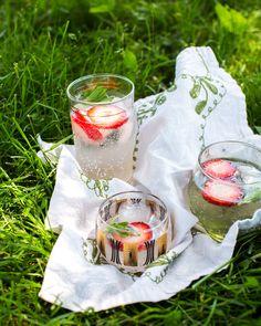 Lemon Lavender Spritzer with Strawberries | a Couple Cooks