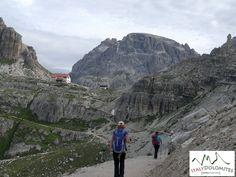 Julho 2015: o trekking mais bonito nas Dolomitas com três mulheres tenazes da Sibéria (Rússia): http://www.italydolomites.com/the-three-peaks-of-lavaredo/  #dolomitas #férias #italia #instatravel #bomdomingo #montanhismo