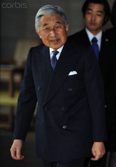 Emperor Akihito walks on his way to welcome Uzbekistan's President Islam Karimov at Imperial Palace in Tokyo, Japan, 09 February 2011.