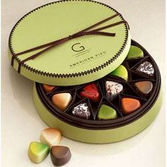 Godiva Chocolates Please Sir, can I have some more. - is-sit tiegħi Valentine Chocolate, Chocolate Sweets, I Love Chocolate, Chocolate Bark, How To Make Chocolate, Chocolate Lovers, Food Business Ideas, Cake Pops, Candy Bark