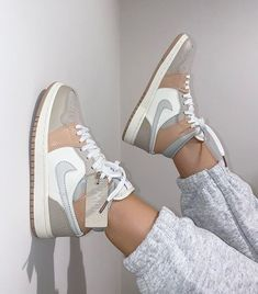 Jordan Shoes Girls, Girls Shoes, Nike Shoes For Women, White Nike Shoes, Clothes For Women, Sneakers Fashion, Fashion Shoes, Nike Fashion, Fashion 2020