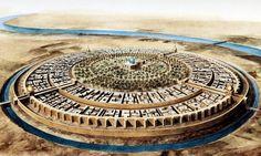 """La ciudad redonda de Bagdad fundada en el año 762 por el primer califa de la dinastía Abasí, Al-Mansur, bajo el nombre de Madinat al-Salaam, o """"ciudad de la paz"""" en español, fue el mega proyecto arquitectónico y urbanístico del siglo VIII."""