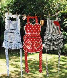 How to make a Wonderland Apron Sewing Hacks, Sewing Crafts, Sewing Projects, Cute Aprons, Sewing Aprons, Alice In Wonderland Party, Mad Hatter Tea, Aprons Vintage, Sewing Studio