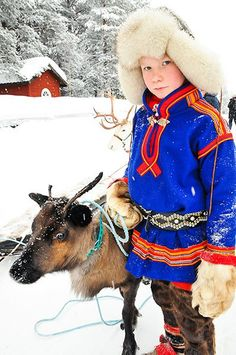 Every February, the small town of Jokkmokk in Swedish Lapland hosts the winter market of the indigenous Sámi people, with folk dancing, reindeer races and traditional food Lappland, We Are The World, People Of The World, Sweden Stockholm, Voyage Suede, L'art Du Portrait, Art Populaire, Thinking Day, Picture Credit