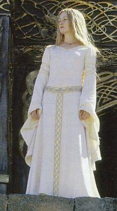 eowyn dress ~ eowyn - eowyn and faramir - eowyn costume - eowyn tattoo - eowyn aesthetic - eowyn art - eowyn quotes - eowyn dress Medieval Dress, Medieval Clothing, Renaissance Dresses, Steampunk Clothing, Steampunk Fashion, Cosplay, Celtic Dress, O Hobbit, J. R. R. Tolkien