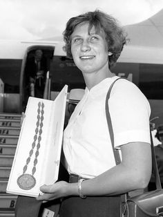 1962 Anita Lonsborugh - Swimming
