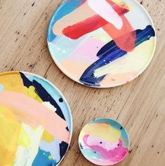 Martinich and Geoffrey Carran Martinich&Carran hand painted ceramics. Production – Lucy Feagins / The Design Files. Production – Lucy Feagins / The Design Files. Ceramic Plates, Ceramic Pottery, Pottery Plates, Wall Plates, Pottery Art, Assiette Design, Cerámica Ideas, Gift Ideas, Keramik Design
