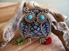 Grey felt and zipper owl brooch