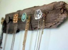 30 Ideas For Wood Jewelry Holder Diy Necklace Storage Diy Necklace Storage Ideas, Diy Jewelry Holder, Diy Storage, Necklace Holder, Apartment Decoration, Apartment Design, Apartment Living, Reclaimed Wood Art, Diy Home Decor Bedroom