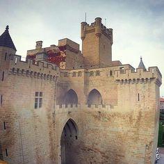 Lo mires por donde lo mires, el Castillo de Olite siempre gusta #Navarra (By @leonor_td / #Instagram)
