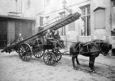 Paris Années 1900 - Un Attelage de Pompiers