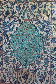 Istanbul: Topkapı Palace (Harem) 16th century Iznik tales.they are amazing and very rare