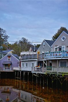 Love this shot of the houses behind the shops on Dock Square. Now this is my idea of a backyard! No lawn to mow. Vacation Places, Vacation Spots, Places To Travel, Places To Visit, Vacations, Maine Beaches, Beach Houses For Rent, Kennebunkport Maine, New Brunswick